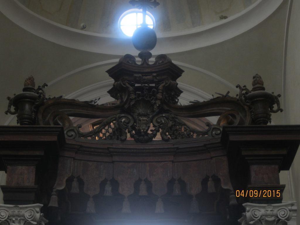 Алтарь в церкви Террачина