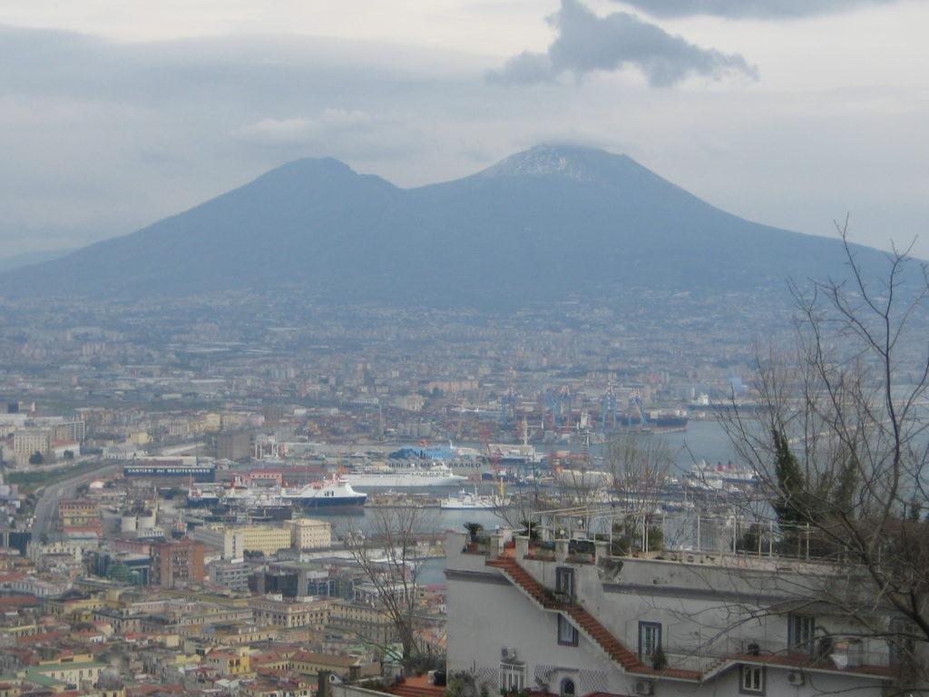 Неаполь. Коварный Везувий дремлет