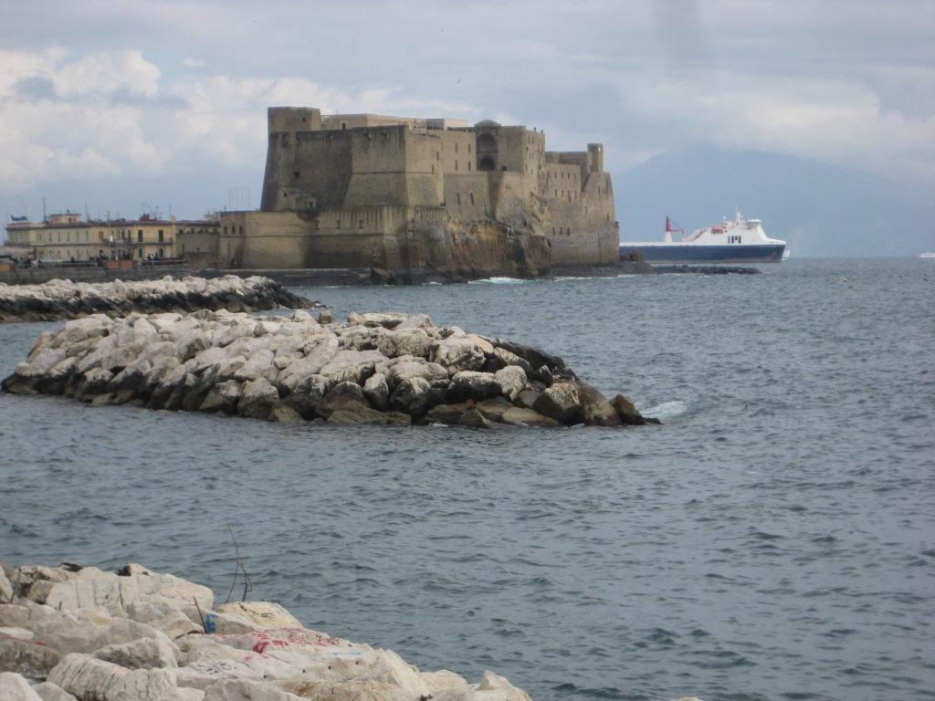 Неаполь. Кастель-дель-Ово (Castel dell'Ovo)