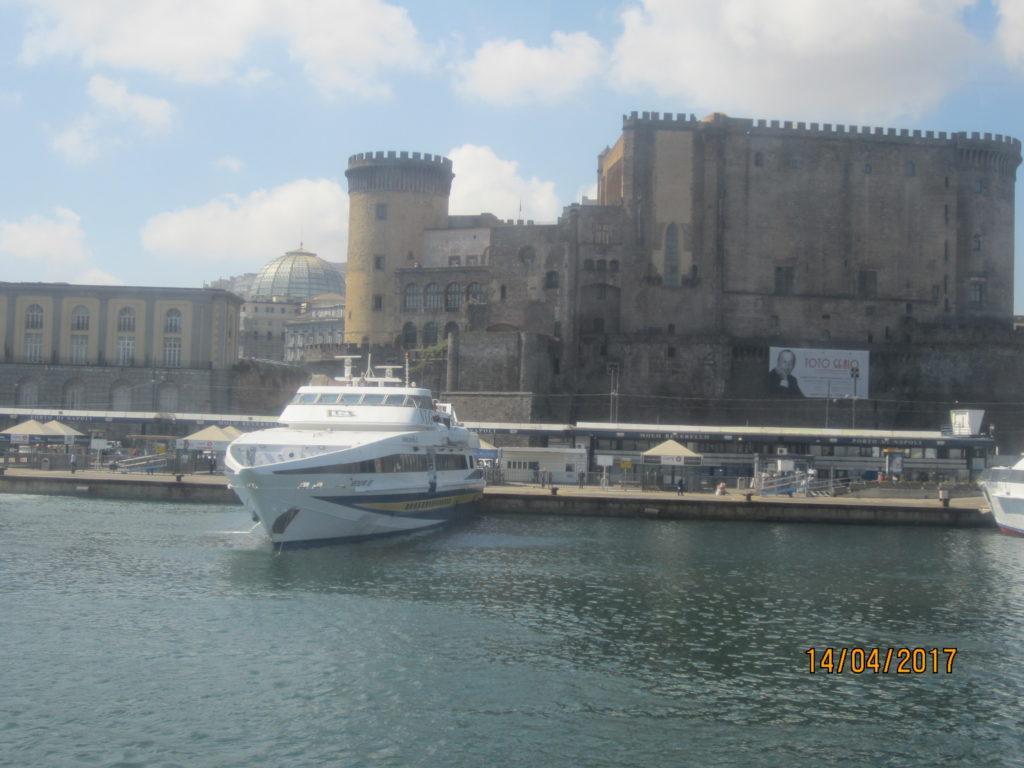 В Порту Неаполя. Катер на Искья