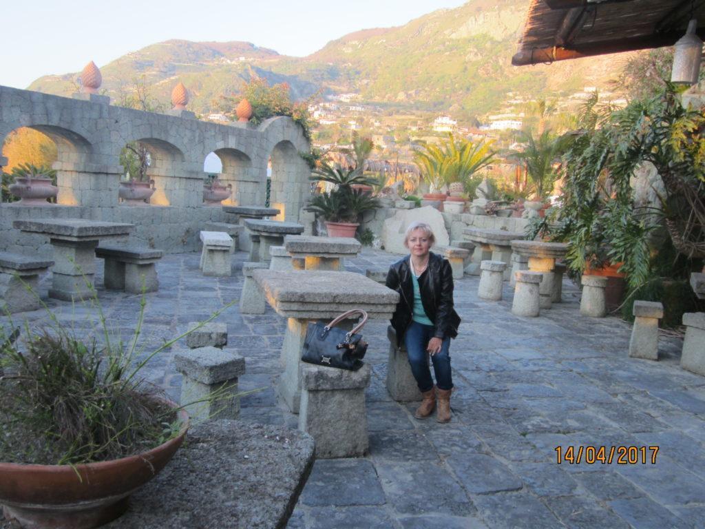 Hotel Parco Maria Terme. Бар на свежем воздухе на фоне Эпомео