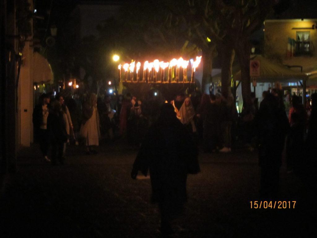 Иисуса ведут на Голгофу