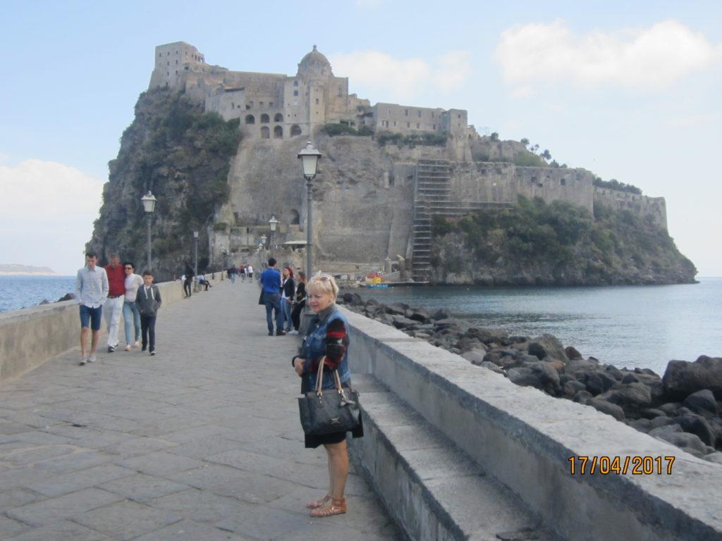 Арагонский замок (Castello Aragonese).