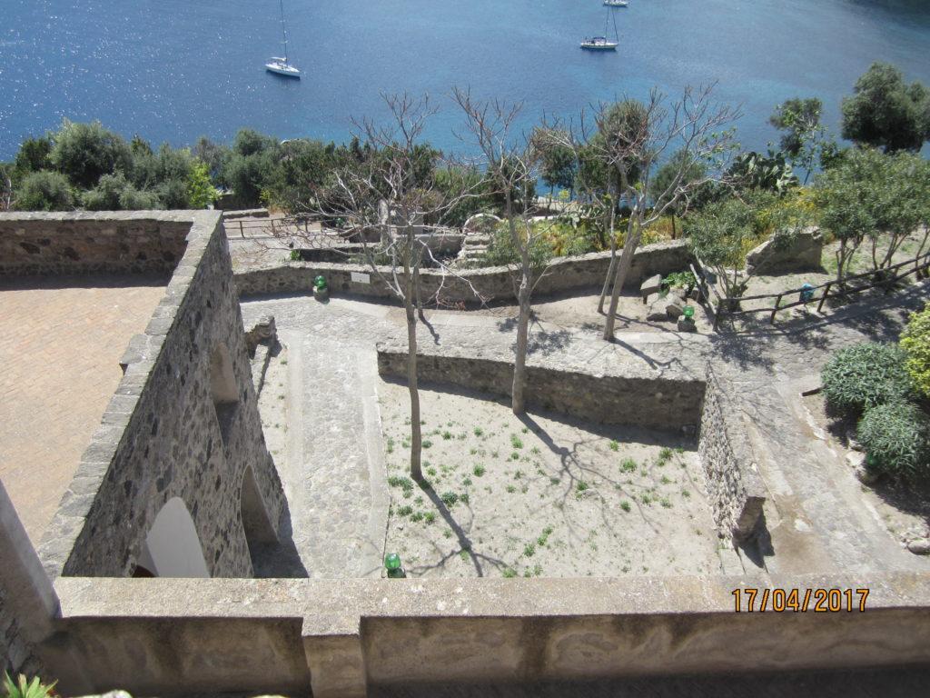 Арагонский замок. Вид на бухту