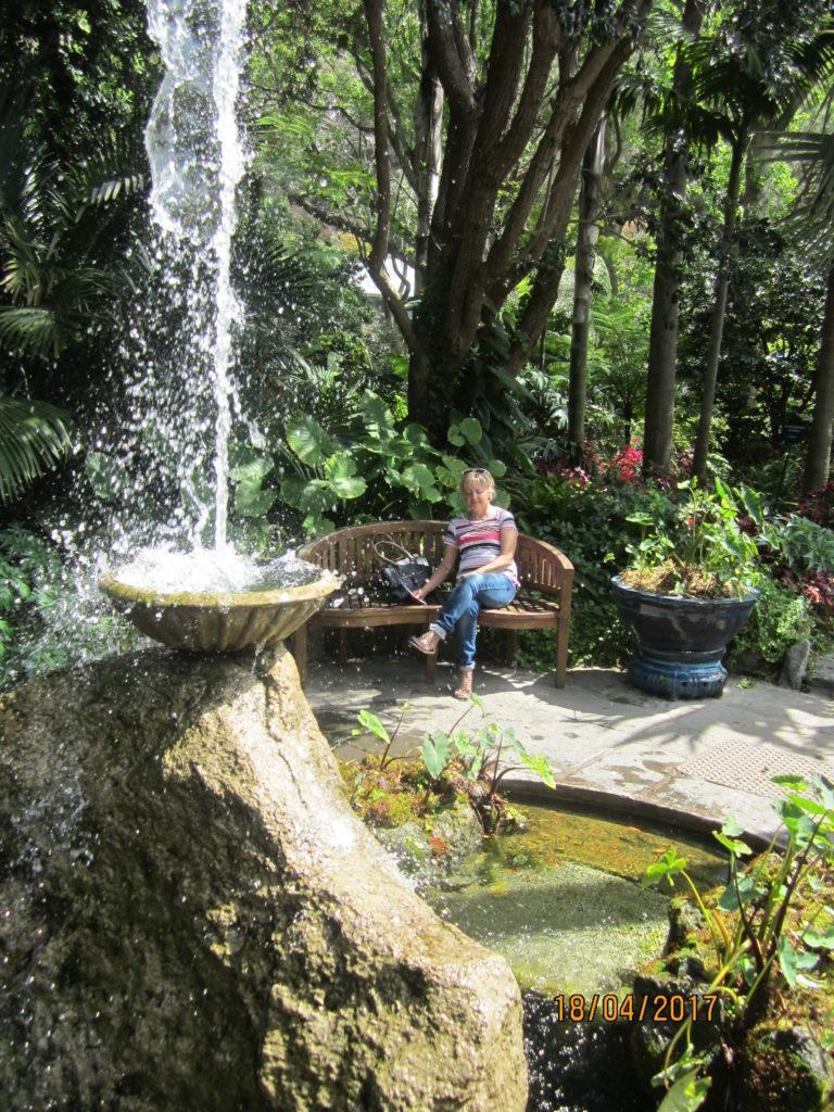 Сад Ла Мортелла. У фонтана