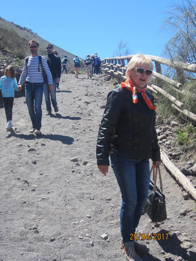 Спуск с вулкана Везувий.