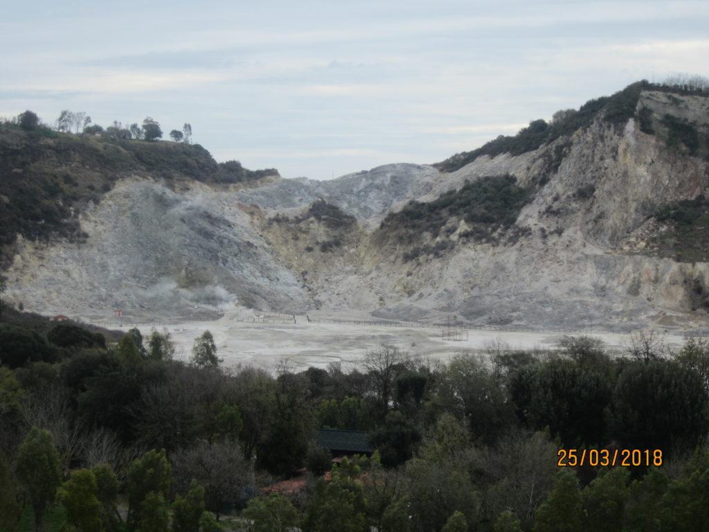 Вулкан Сольфатара. Поццуо́ли. Италия.