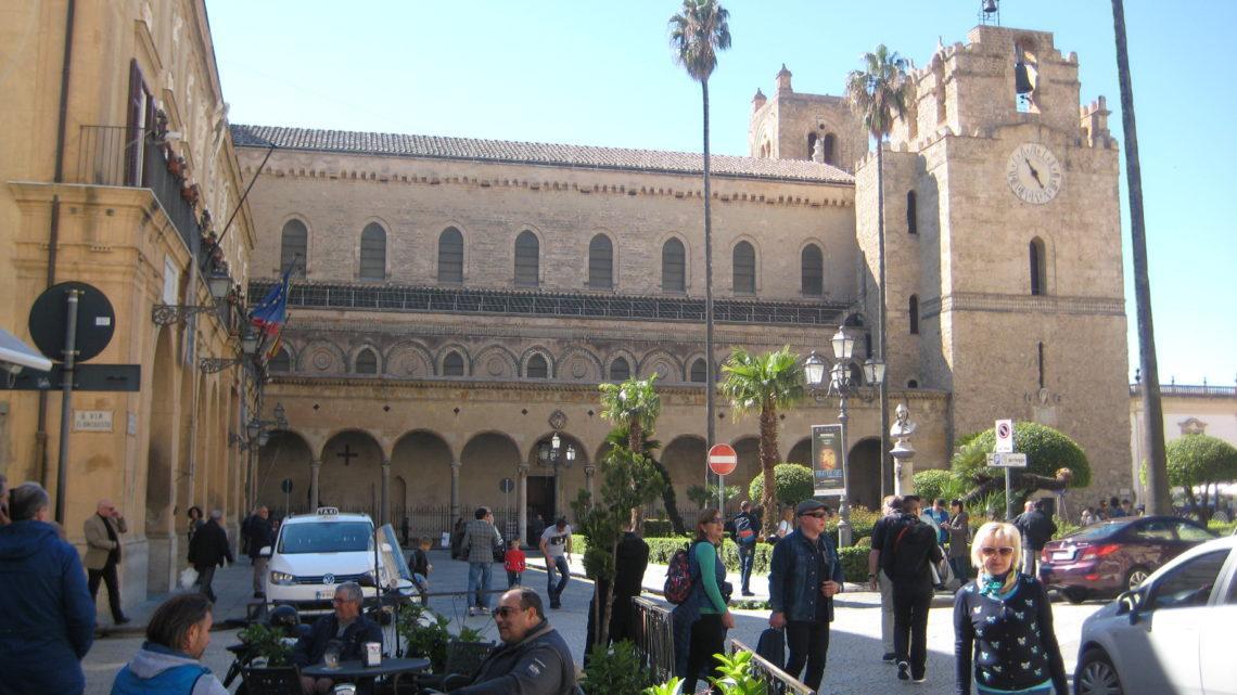 Из Палермо в Монреале (Monreale) — в собор с необыкновенными мозаиками.
