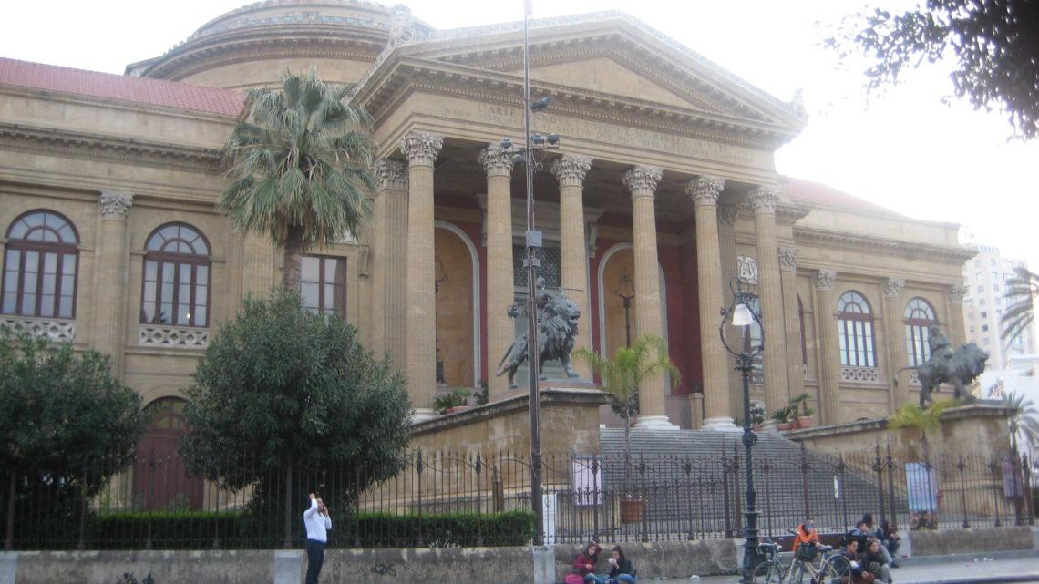 По историческому центру Палермо.