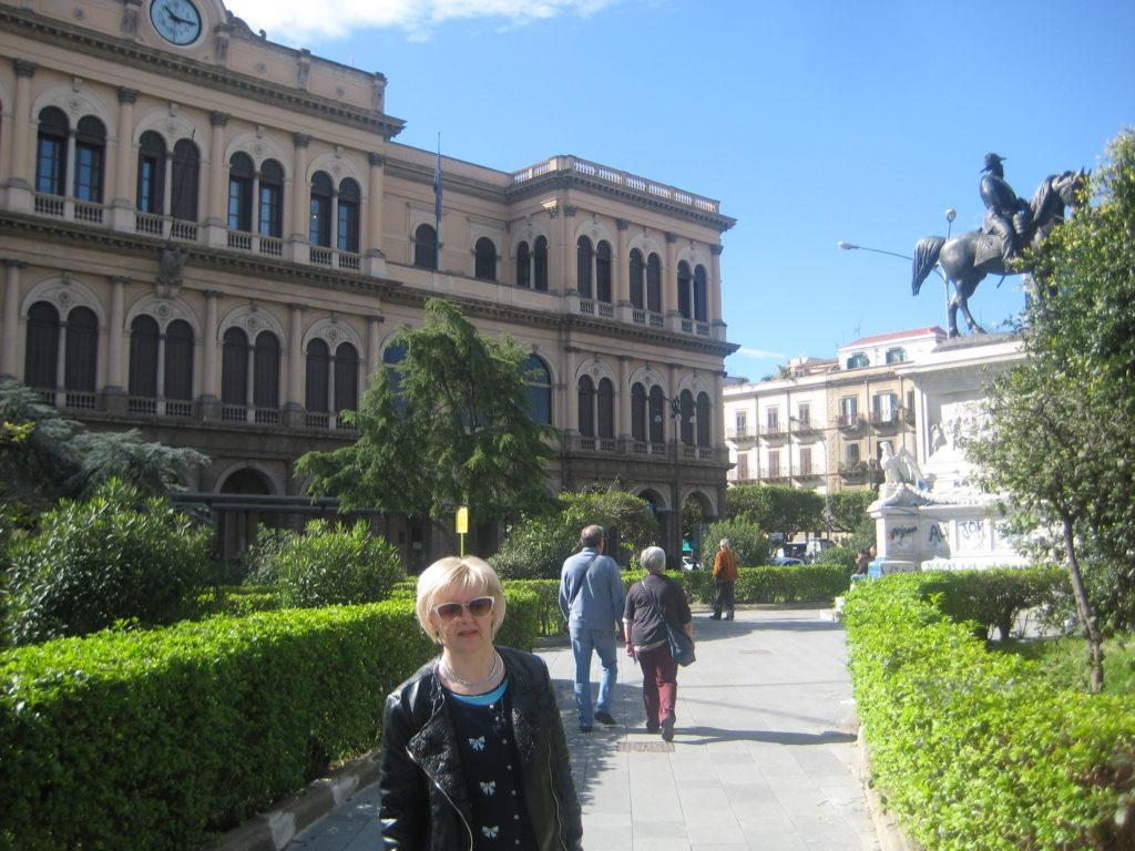 Палермо. Площадь перед вокзалом.