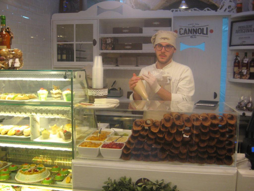 Палермо. Кафе с традиционными сицилийскими канноли