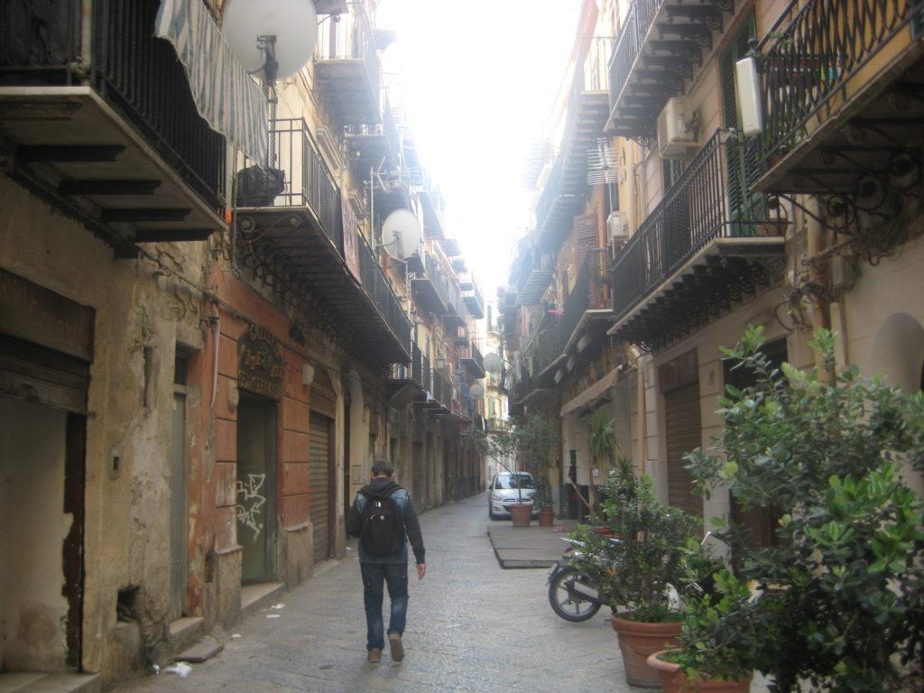 По улицам Палермо.