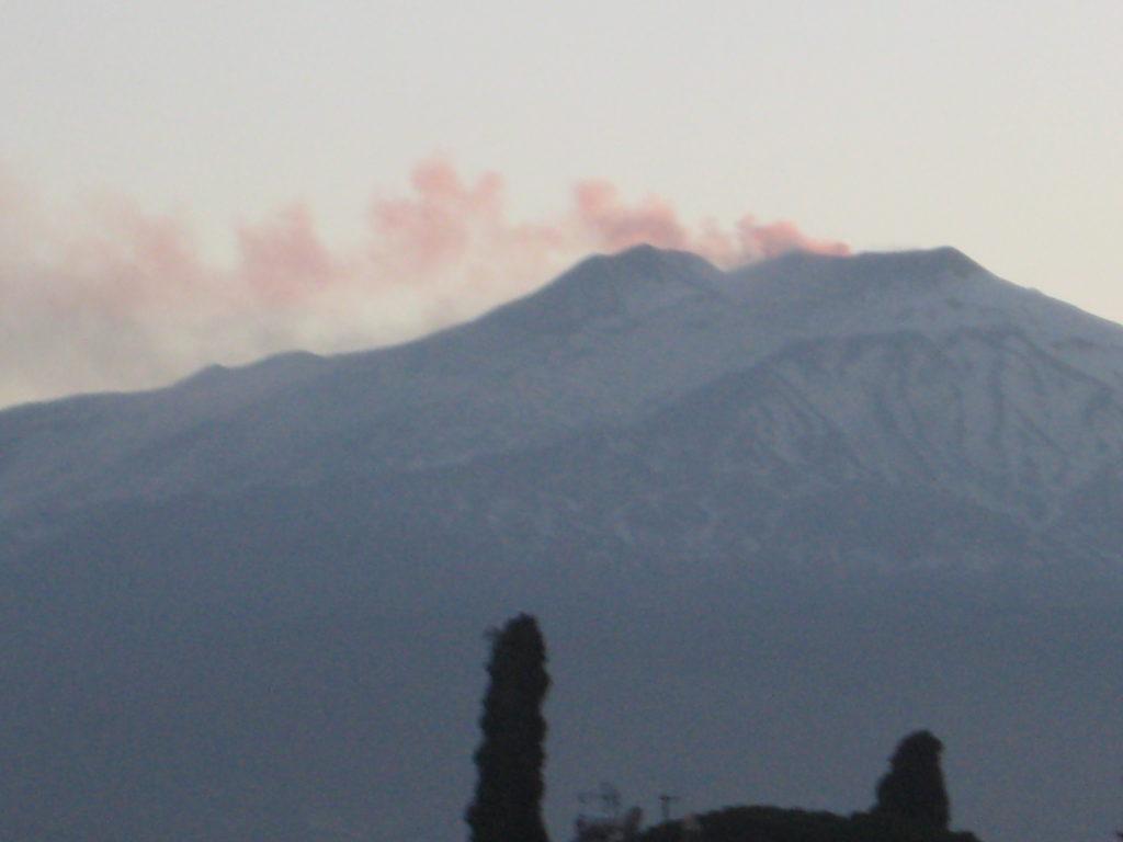 Таормина. На Piazza IX Aprile. Вулкан Этна.