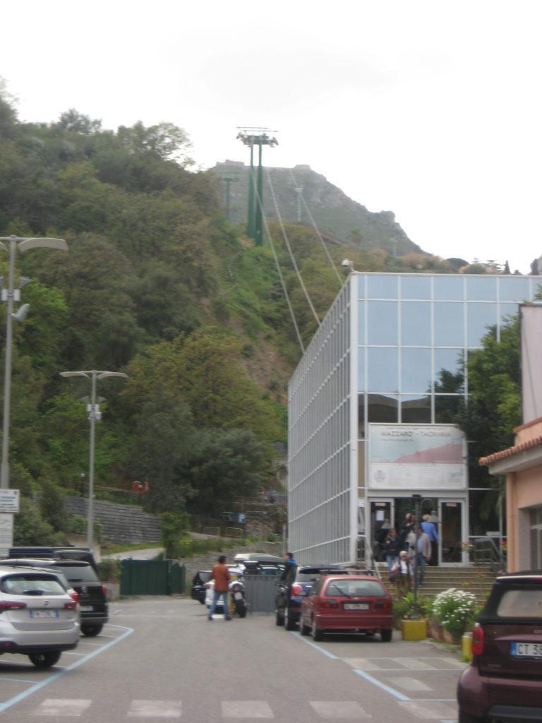 Нижняя станция Канатная дороги Таормина-Mazzarò.