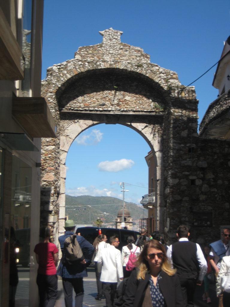 Таормина. Ворота Порта Мессина (Porta Messina)