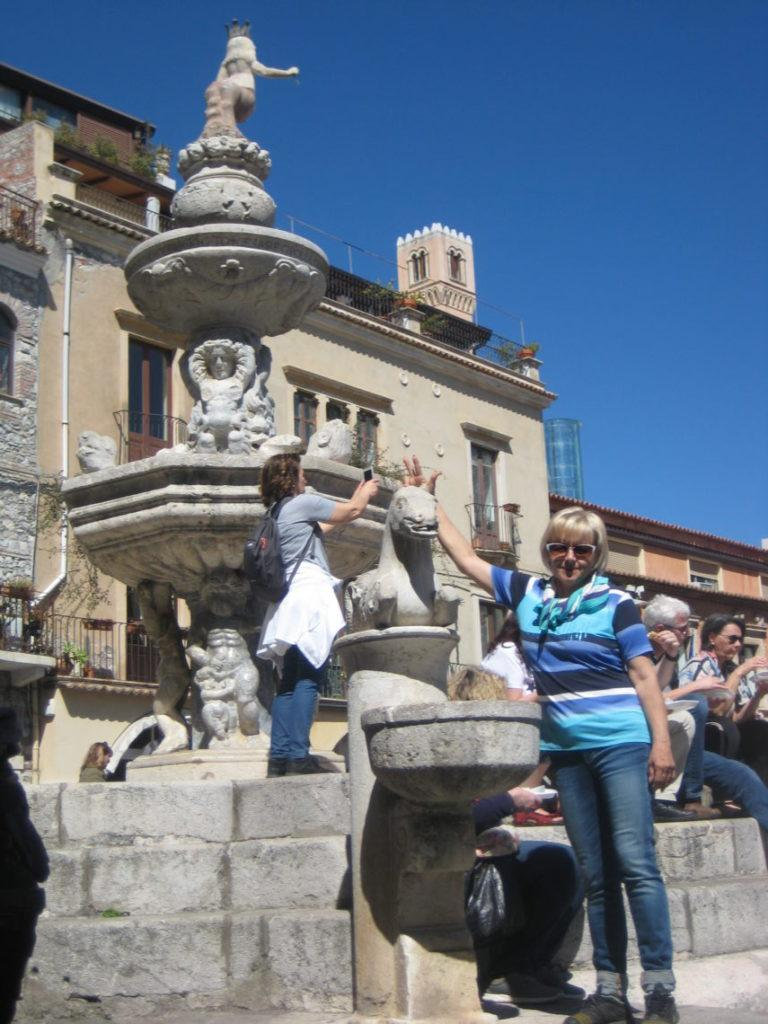 Таормина. Площадь Дуомо (Piazza Duomo)