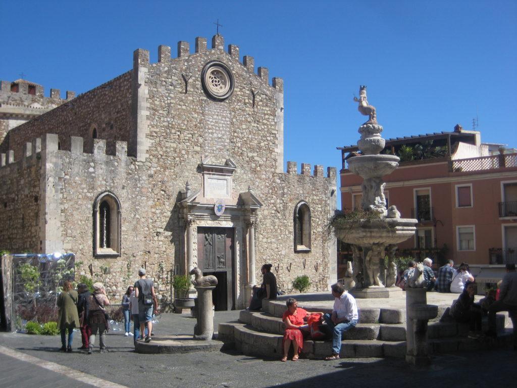 Таормина.Площадь Дуомо (Piazza Duomo)