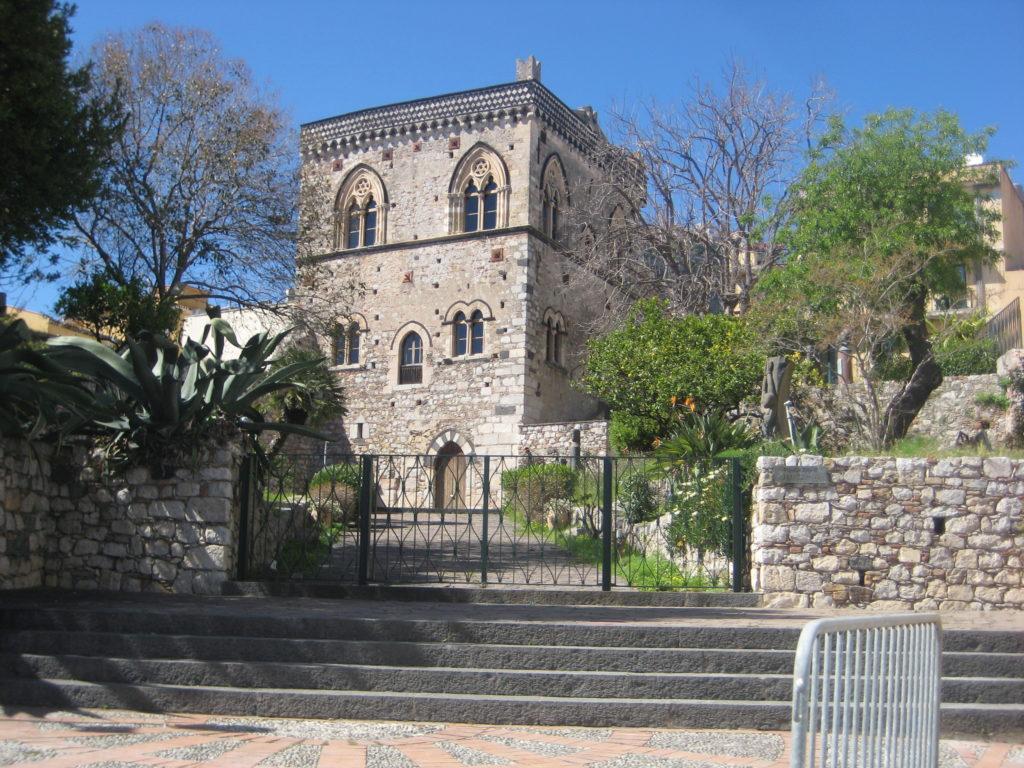 Таормина. Дворец Сант-Стефано (Palazzo Duca di Santo Stefano)