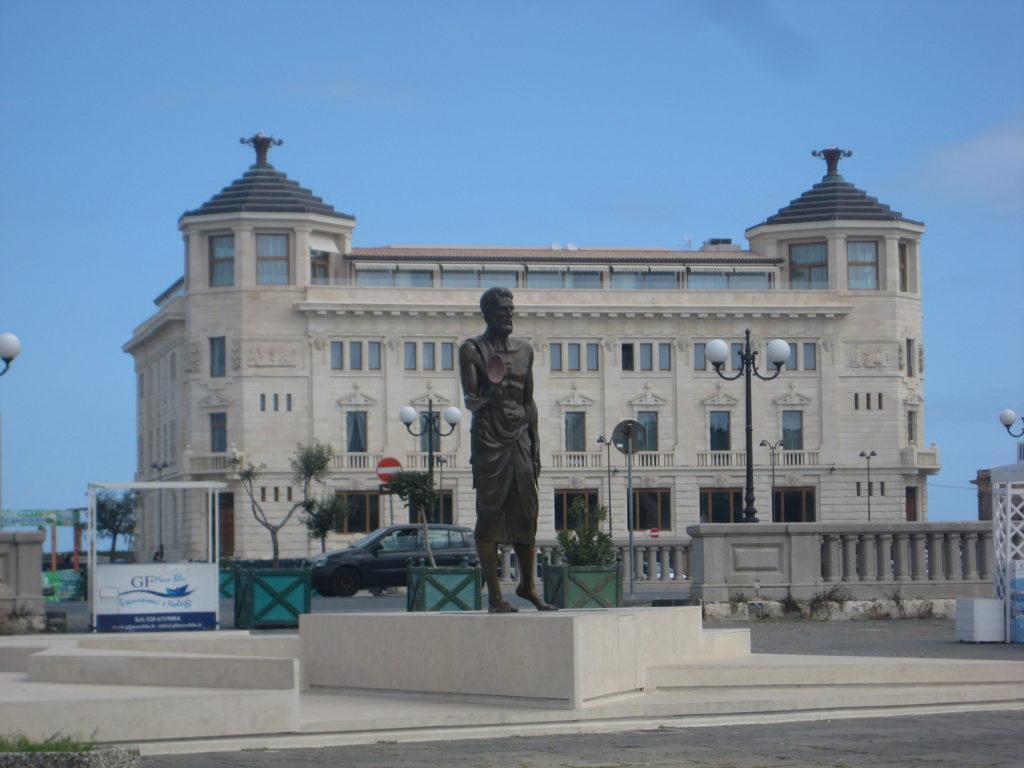 Сиракузы, Памятник Архимеду.