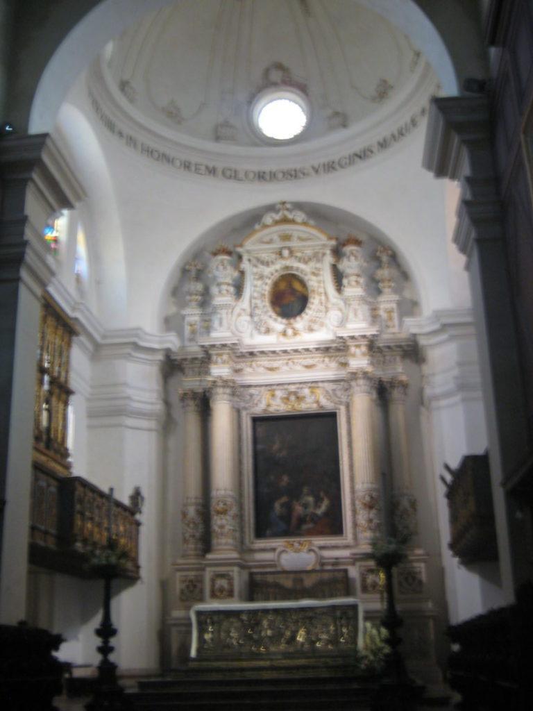 Сиракузы. В Кафедральном соборе (Duomo).