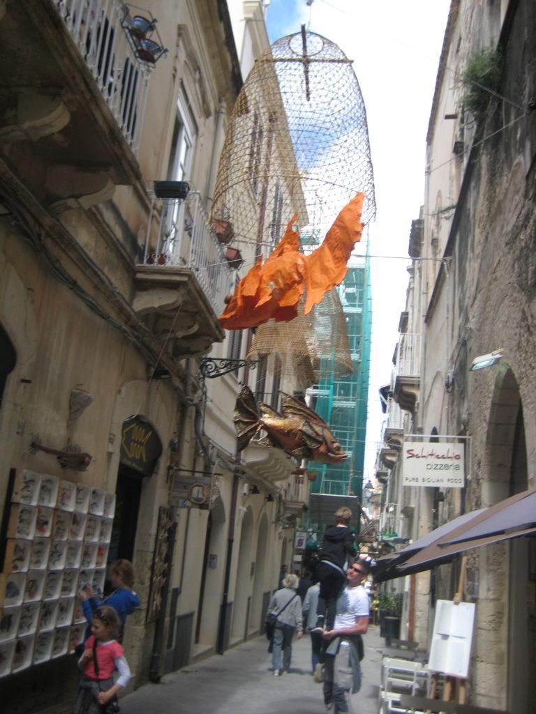 Сиракузы. Улица к Кафедральному Собору.