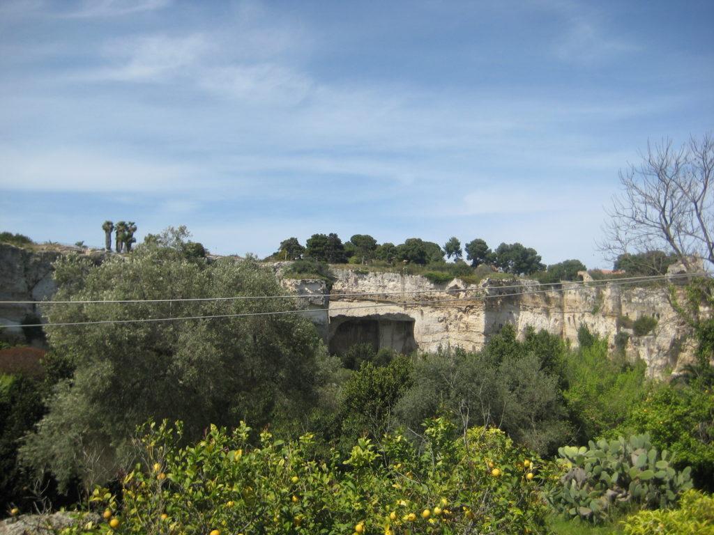 Сиракузы. Parco Archeologico Neapolis. Территория каменоломен