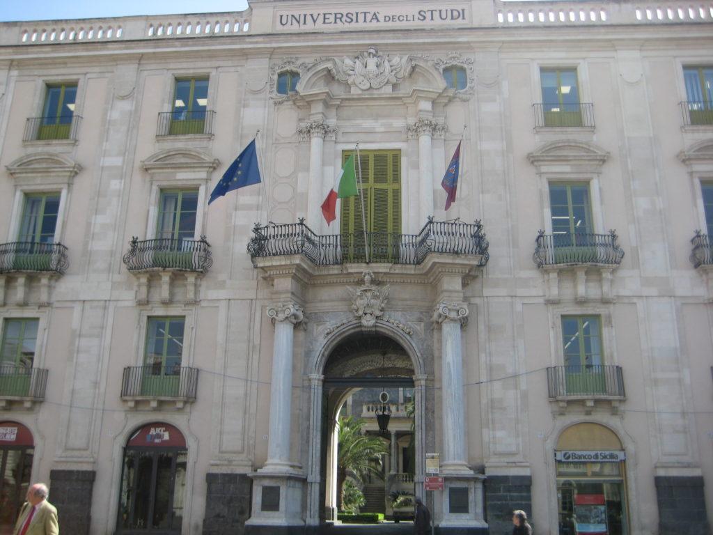 Piazza Universita. Катания