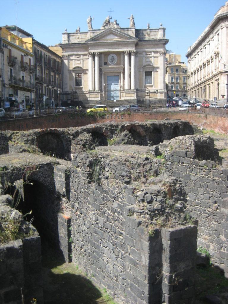 Римский амфитеатр и Chiesa di San Biagio. Катания