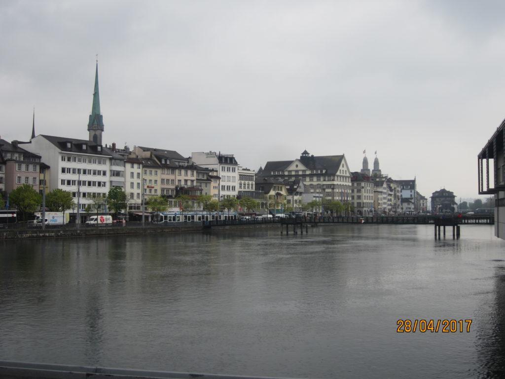 Цюрих. Вид на реку Лиммат.