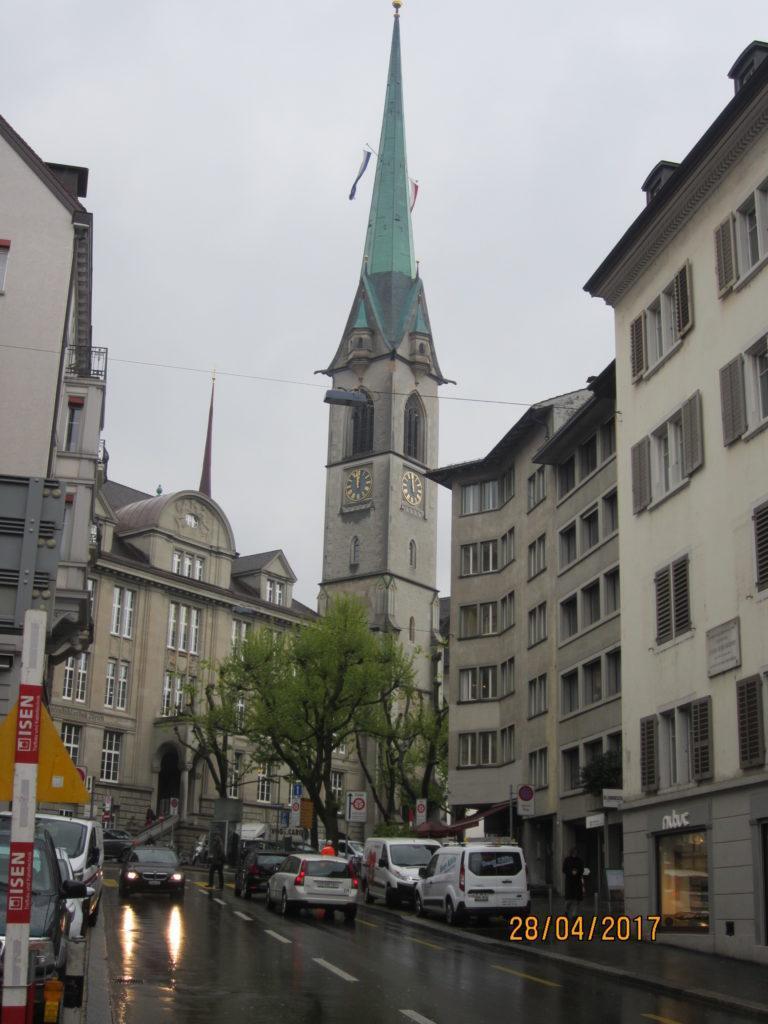 К церкви Фраумюнстер