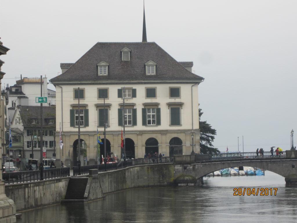 Zurich. Набережная реки Лимат