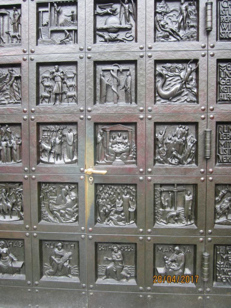 Цюрих. Входные двери Гроссмюнстер