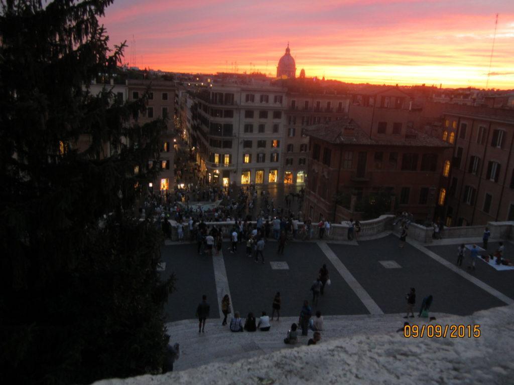 Площадь Испании. Вид с Испанской лестницы. Рим.