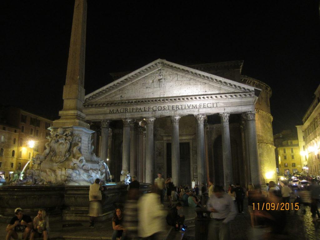 Пантеон вечером