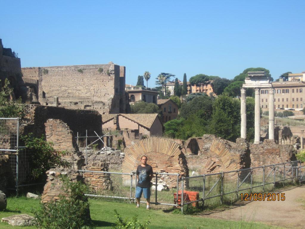 Римский Форум. Остатки колонн храма Сатурна