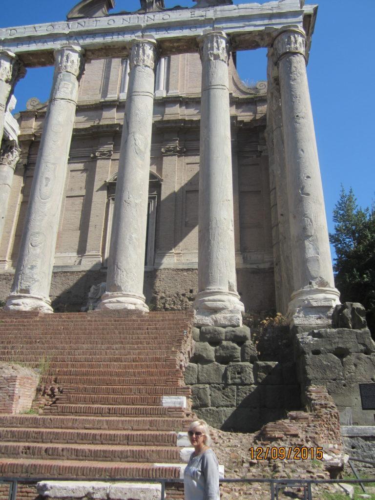 древнеримский храм -Антонина и Фаустины