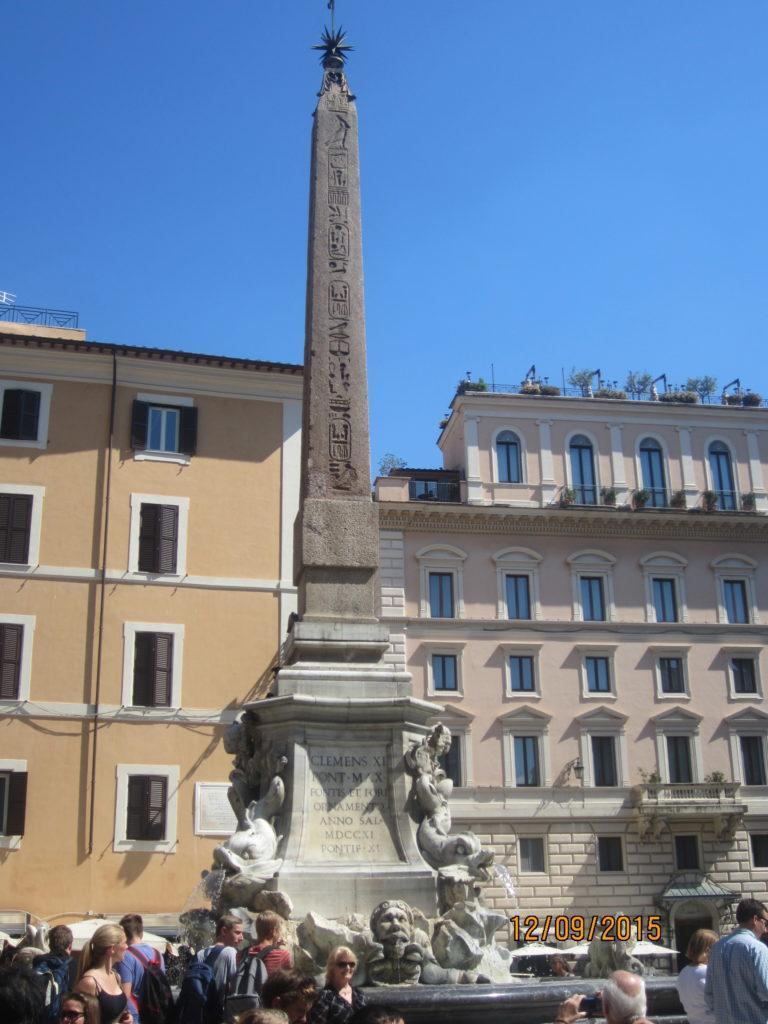 Пьяцца-делла-Ротонда. Fontana del Pantheon Рим