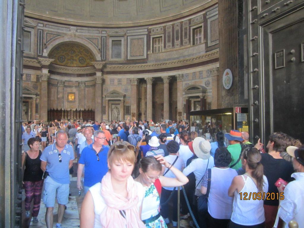 Внутри Пантеона . Рим