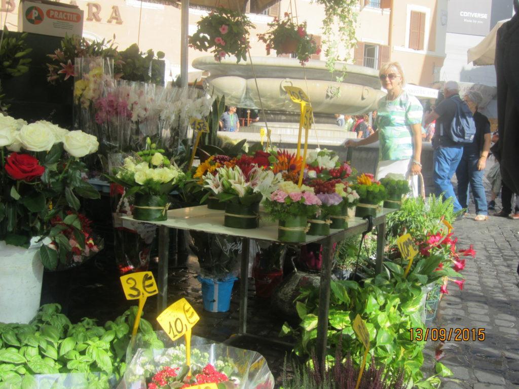 Рынок на площади Кампо де Фьоре.