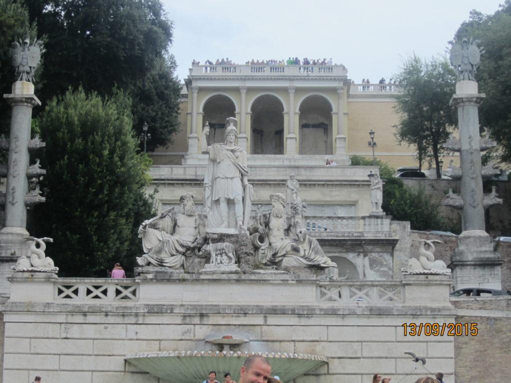 Piazza del Popolo (Rome). Fontana della dea Roma