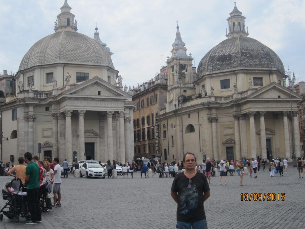 Piazza del Popolo (Rome). Церкви Санта-Мария-ин-Монтесанто и Санта-Мария-деи-Мираколи