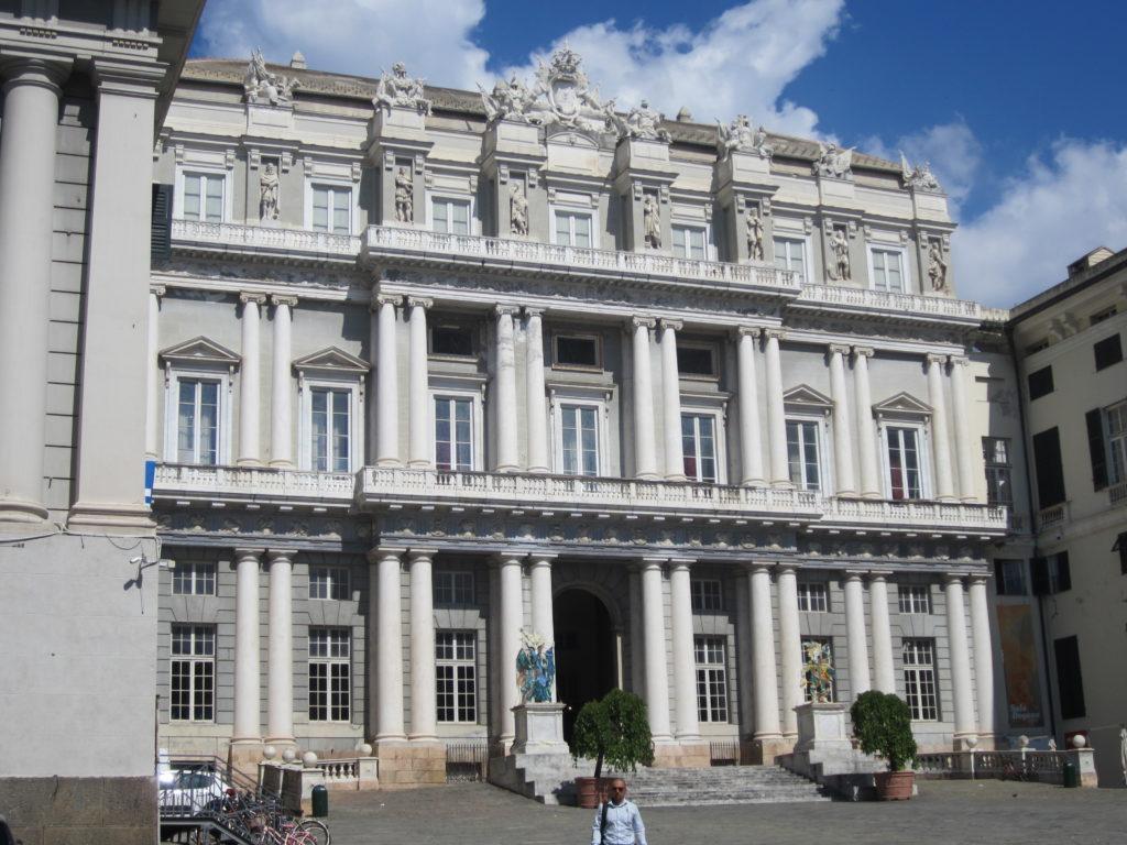 Фасад Дворца Дожей на площади Маттеоти