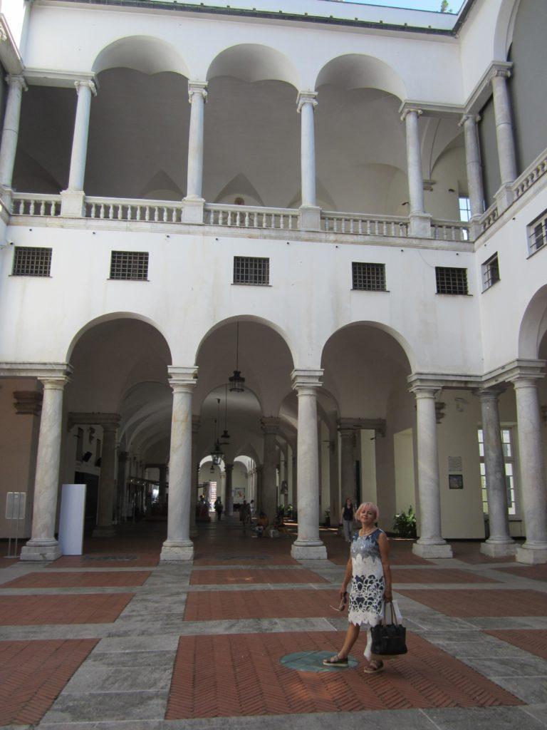 Дворец Дожей, выход из него на площадь Феррари.