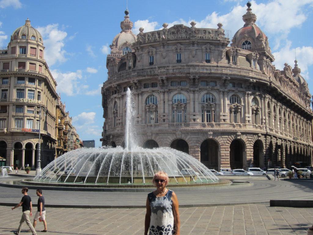 Генуя.Площадь Феррари с фонтаном.