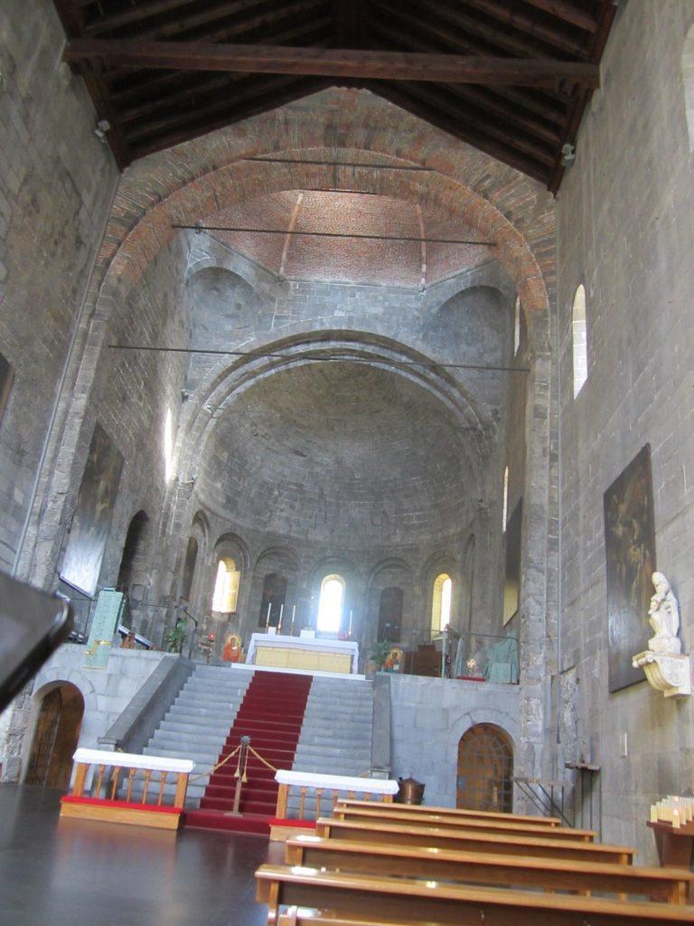 В церкви Санто-Стефано