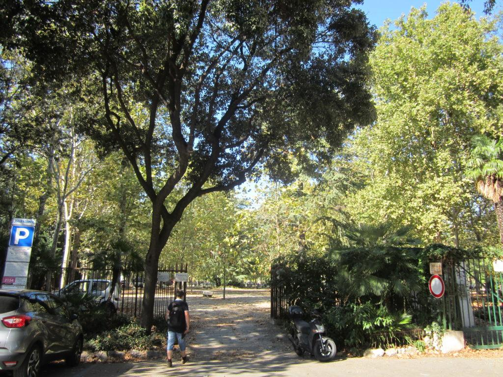 Вход в городской парк Генуи.