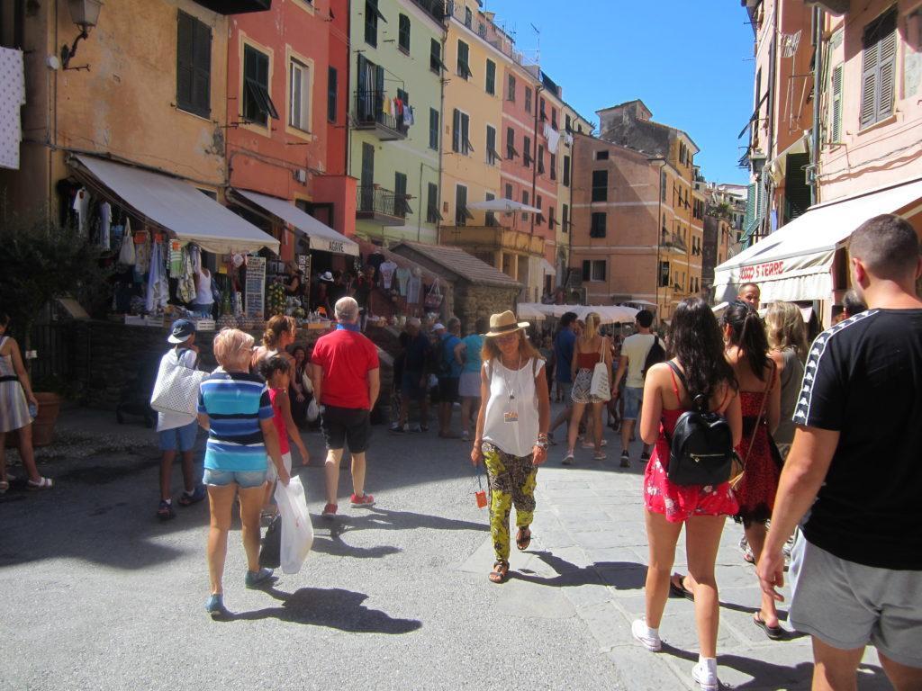 Улица в Вернацца.