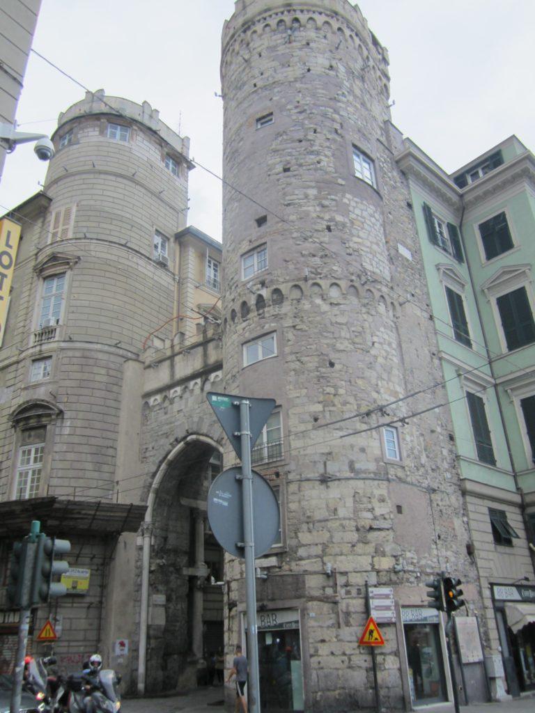 Ворота Porta dei Vacca. Достопримечательность Генуи