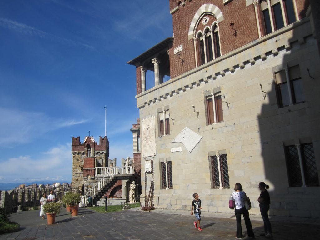 Возле Castello D'Albertis.
