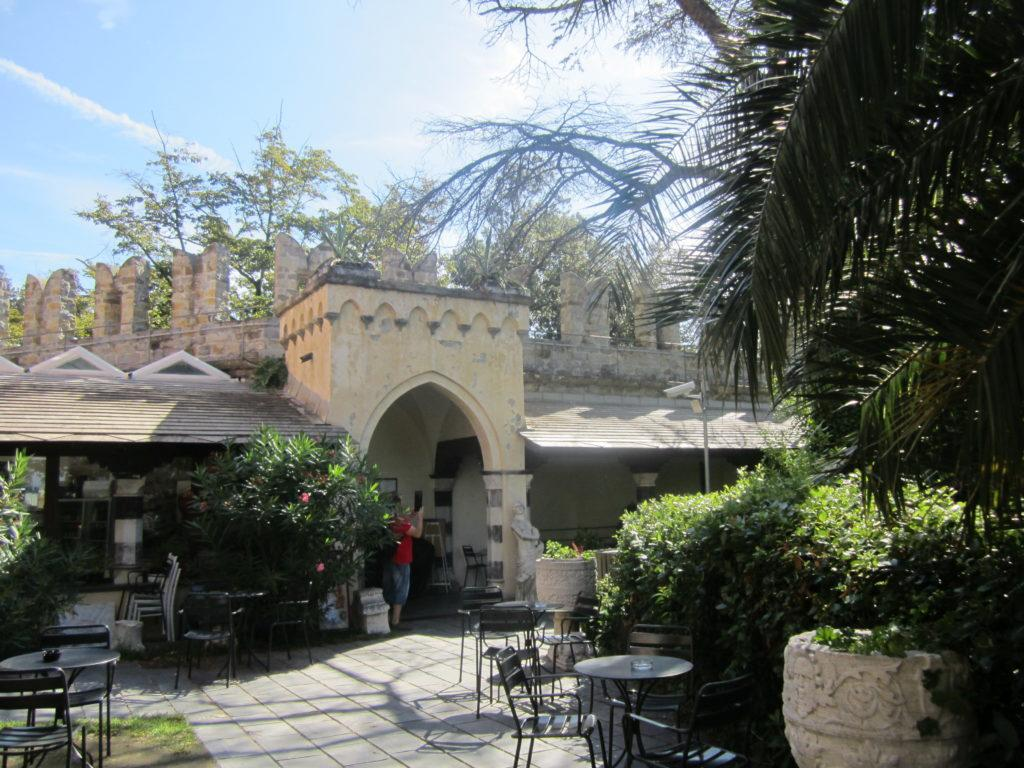 Кафе в Castello D'Albertis.